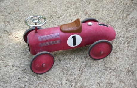 מכונית צעצוע זה משחק לבנים?